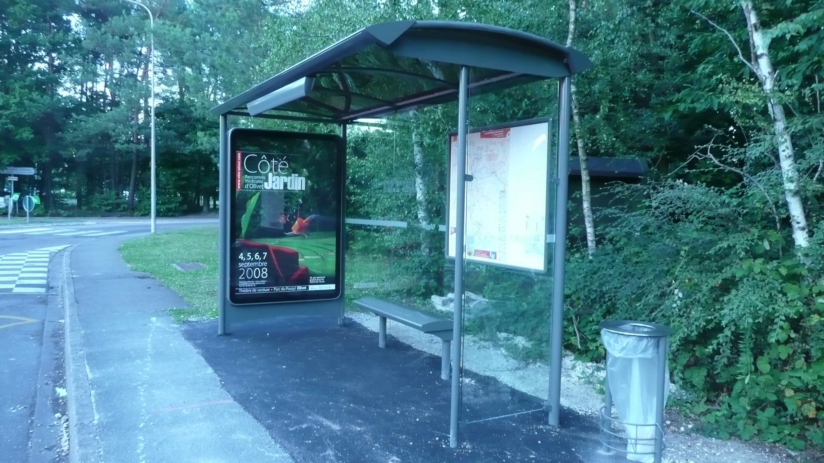 abri bus tout a pour a ou ils sont devenus tout. Black Bedroom Furniture Sets. Home Design Ideas