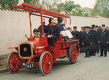 Pompier_ancien_vehicule_incendie_nieul1.jpeg